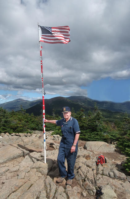 Glen with flag on top 4 l.jpg